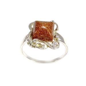 Strieborný prsteň.