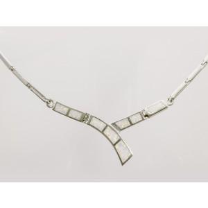 Strieborný náhrdelník.